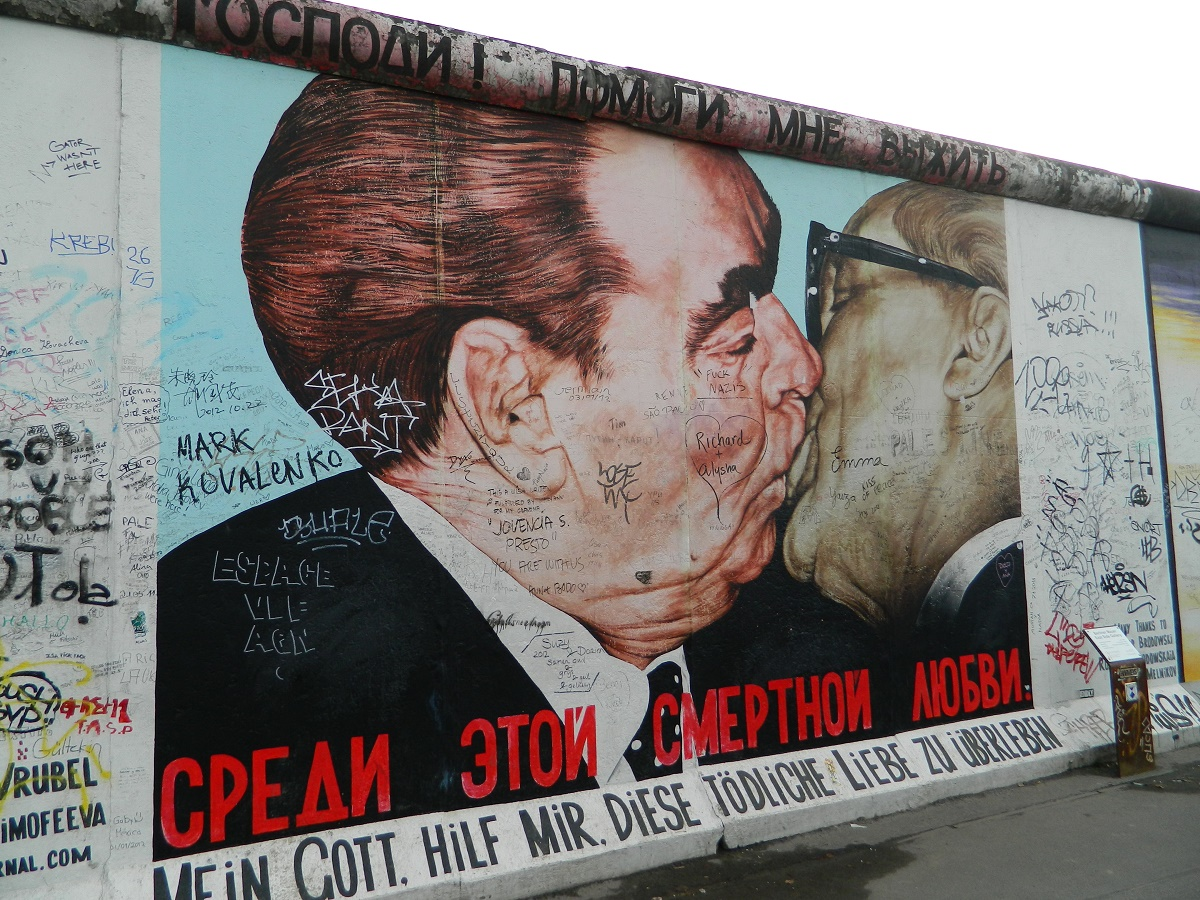 East Side Gallery graffito